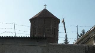 Грузинская церковь за колючей проволокой