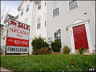 Placa em frente a casa fechada no Estado americano da Virgínia (AFP/Getty)
