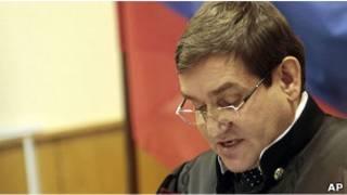 Судья Виктор Данилкин зачитывает приговор