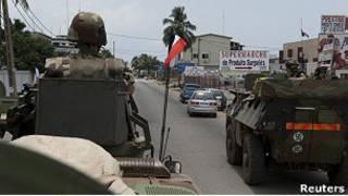 Французские военные в Абиджане