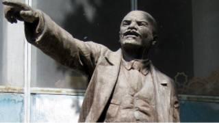 Снесенный в Душанбе памятник Ленину
