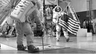 Подготовка астронавтов к высадке на Луне