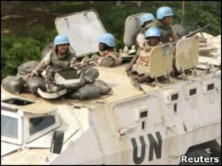Soldados da missão de paz da ONU em Abidjan (Foto: Reuters)