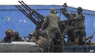 Силы Алассана Уаттары с тяжелыми вооружениями