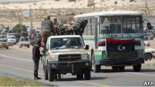 Pasukan pemberontak Libia mundur