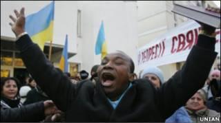Сандей Аделаджа не хоче українського громадянства