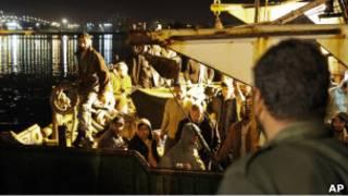 فارون من مصراتة على قارب الشحات يصلون بنغازي في ليبيا