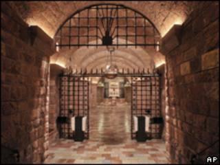 Cripta que abriga túmulo de São Francisco