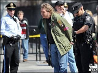 美國警察的逮捕示威者