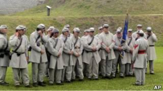Люди, одетые в форму войск конфедерации