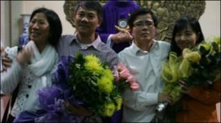 Hai ông Phạm Hồng Sơn và Lê Quốc Quân sau khi được thả