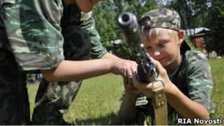 Школьник в военно-спортивном православном лагере