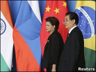 A presidente Dilma Rousseff e o premiê chinês, Hu Jintao, no Fórum de Boao (Foto: Reuters)