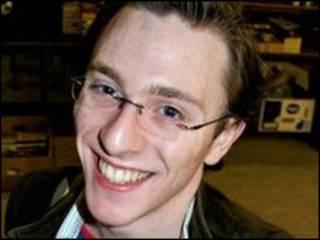 Britânico James Bull, que teria sido expulso de um pub no centro de Londres após beijar um homem