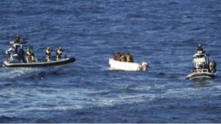 عملية مطاردة لقراصنة قبالة السواحل الصومالية