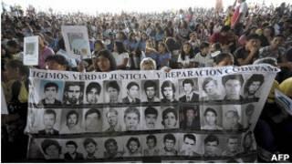 Marcha por menores desaparecidos en la guerra de El Salvador, marzo de 2011