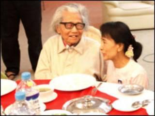 Dagon Taryar with Aung San Suu Kyi