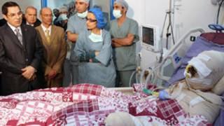 الرئيس التونسي السابق بن علي يزور البوعزيزي قبل وفاته متأثرا بجراحه