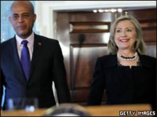 Martelly e Hillary, em Washington