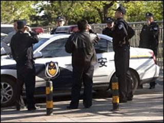 Cảnh sát Trung Quốc (AP)