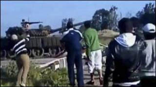 تانکهای ارتش سوریه در مقابل معترضان