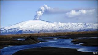 Извержение вулкана Эйяфьядлайокудль в Исландии