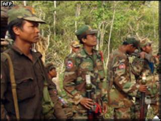 နယ်စပ်မှကမ္ဘာဒီးယားစစ်သားများ