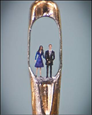 A microescultura do príncipe William e de Kate Middleton (Willard Wigan/ Cortesia Castle Gallery)
