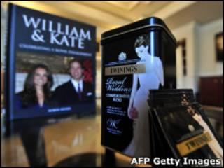 Suvenires ligados ao casamento real (AFP/Getty Images)