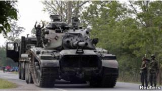 泰國向泰柬邊境派出坦克(28/04/2011)