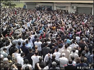 Protesto na cidade portuária de Banias, Síria (Reuters)