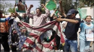 Розлючений натовп напав на дипломатичні представництва