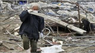 На развалинах дома