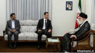 حافظ اسد (وسط) با رهبر و رئیس جمهور ایران