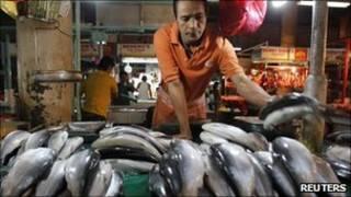 Hàng cá ở Manila