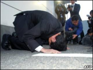 O presidente da Foods Forus, Yasuhiro Kanzaka, pede desculpas pelos incidentes (Foto: AFP/Getty Images)