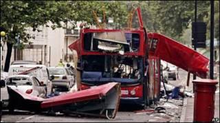 понівечений вибухзом автобус в Лондоні 2005 року