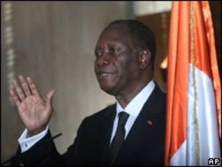 Ouattara, em cerimônia de posse nesta sexta (AP)