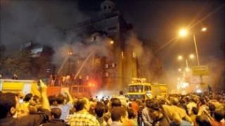 消防員在燃燒的教堂滅火(7/5/2011)