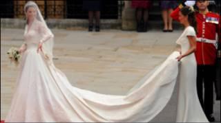 Сукня Кейт Міддлтон спровокувала гарячку створенння копій весільного вбрання