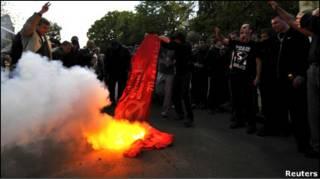 У Львові палили червоний прапор Перемоги