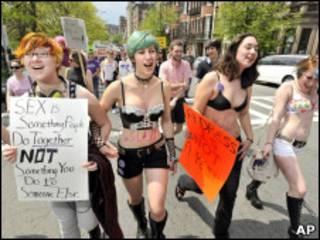 Participantes da SlutWalk em Boston, no último sábado
