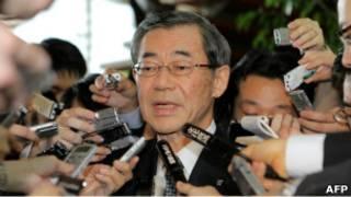東電總裁清水正孝被記者包圍