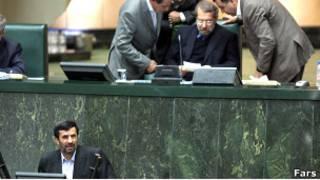 احمدی نژاد و لاریجانی