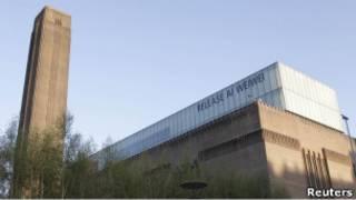 泰德現代藝術中心之釋放艾未未標語