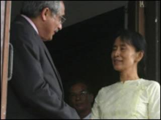 Vijay Nambia met Daw Aung San Suu Kyi