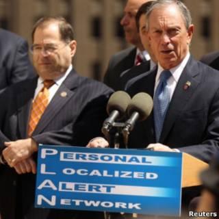 Мэр Нью-Йорка Майкл Блумберг объявляет о введении новой системы оповещения