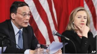 中國副總理王岐山和美國國務卿希拉里·克林頓在中美第三輪戰略對話會上