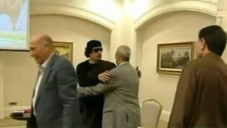 利比亞官方電視台播出領導人卡扎菲在利比亞首都的黎波里會見部族領袖的片段