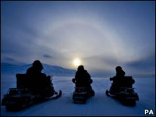 Exploradores em Svalbard, no Círculo Ártico (PA)